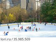 Wollman Rink, public ice rink in southern part of Central Park, Manhattan, New York City. Редакционное фото, фотограф Валерия Попова / Фотобанк Лори