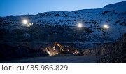 mining night open pit equipment excavator extract. Стоковое фото, фотограф Mark Agnor / Фотобанк Лори