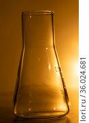 Flask for chemical experiments. Стоковое фото, фотограф Евгений Ткачёв / Фотобанк Лори