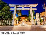 Kyoto, Japan - May 16 2019: Yasaka-Jinja Shrine at Minami-romon Tower... Стоковое фото, фотограф Zoonar.com/Chris Putnam / easy Fotostock / Фотобанк Лори