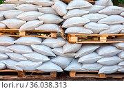 Wall of sandbags for flood defense or military use close up. Стоковое фото, фотограф Zoonar.com/Alexander Blinov / easy Fotostock / Фотобанк Лори