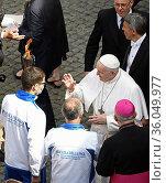 Pope Francis blesses the torch of peace of the Macerata Loreto pilgrimage... Редакционное фото, фотограф Maria Laura Antonelli / AGF/Maria Laura Antonelli / age Fotostock / Фотобанк Лори