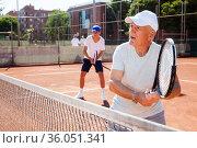 grandfather and grandson playing tennis court. Стоковое фото, фотограф Татьяна Яцевич / Фотобанк Лори