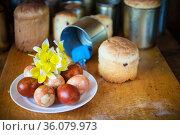 Куличи и крашенные яйца, приготовление к Пасхе. Стоковое фото, фотограф Короленко Елена / Фотобанк Лори