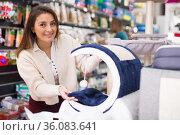 Woman choosing cat furniture supplies in shop. Стоковое фото, фотограф Яков Филимонов / Фотобанк Лори