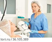 Doctor beautician applies mask to the patient for facial rejuvenation. Стоковое фото, фотограф Яков Филимонов / Фотобанк Лори