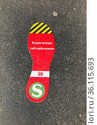 """Berlin, Germany, Sticker: S-Bahn replacement transport sticks on the ground for orientation"" Редакционное фото, агентство Caro Photoagency / Фотобанк Лори"