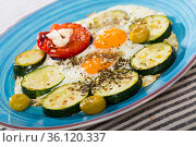 Image of plate with fried eggs with tomatoes and zucchini. Стоковое фото, фотограф Яков Филимонов / Фотобанк Лори