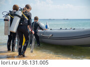 A group of tourist divers near the rubber boat are preparing to dive. Стоковое фото, фотограф Александр Сергеевич / Фотобанк Лори