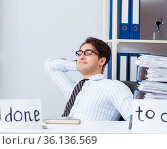 Businessman working on his to-do list. Стоковое фото, фотограф Elnur / Фотобанк Лори