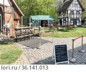 Cafe im Bauernhausmuseum in Bielefeld verkauft Kuchen nur zum Mitnehmen... Стоковое фото, фотограф Zoonar.com/Robert B. Fishman / age Fotostock / Фотобанк Лори