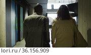 Diverse businessman and businesswoman walking in lobby of modern office. Стоковое видео, агентство Wavebreak Media / Фотобанк Лори