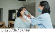 Asian female nurse wearing face mask putting mask on female patient in hospital. Стоковое видео, агентство Wavebreak Media / Фотобанк Лори
