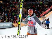 Stolz präsentiert Karl Geiger (SC Oberstdorf) nach seinem 2. Platz... Стоковое фото, фотограф Zoonar.com/Joachim Hahne / age Fotostock / Фотобанк Лори