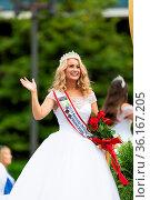 Louisville, Kentucky, USA - May 2, 2019: The Pegasus Parade, Float... Стоковое фото, фотограф Zoonar.com/Roberto Galan / age Fotostock / Фотобанк Лори