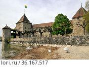 Rolle Castle on the north shore of Lake Geneva in the canton of Vaud... Стоковое фото, фотограф Danuta Hyniewska / age Fotostock / Фотобанк Лори
