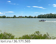 Катер службы спасения города Краснодар на реке Кубань. Стоковое фото, фотограф Мария Кылосова / Фотобанк Лори