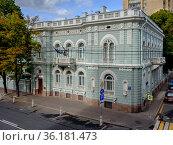 Москва, улица Поварская, дом 46 строение 1 (2020 год). Редакционное фото, фотограф glokaya_kuzdra / Фотобанк Лори
