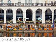 Alsterarkaden in historic center of Hamburg (2009 год). Стоковое фото, фотограф Sergey Borisov / Фотобанк Лори