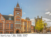 St Laurence's, Church and Old Town Hall Reading Berkshire UK. Стоковое фото, фотограф Zoonar.com/Graham Mulrooney / age Fotostock / Фотобанк Лори