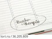 Notiz auf einem Kalender: Psychotherapie. Стоковое фото, фотограф Zoonar.com/Birgit Reitz-Hofmann / age Fotostock / Фотобанк Лори