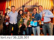 Hatten gut lachen beim WM-Empfang in Breitnau: Roman Rees (SV Schauinsland... Стоковое фото, фотограф Zoonar.com/Joachim Hahne / age Fotostock / Фотобанк Лори