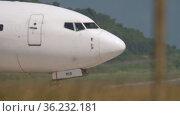 Boeing 737, close-up after landing (2019 год). Редакционное видео, видеограф Игорь Жоров / Фотобанк Лори