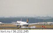 Airbus Lufthansa landing in Germany (2017 год). Редакционное видео, видеограф Игорь Жоров / Фотобанк Лори