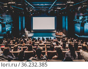 Defocused image of speaker giving a talk in conference hall at business event. Стоковое фото, фотограф Matej Kastelic / Фотобанк Лори