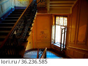 Fragment of the interior of the staircase in the residential building... Стоковое фото, фотограф Zoonar.com/Sergei Aleliukhin / easy Fotostock / Фотобанк Лори