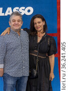 Patton Oswalt, Meredith Salenger attend Apple's 'Ted Lasso' Season... Редакционное фото, фотограф Eugene Powers Photography / age Fotostock / Фотобанк Лори