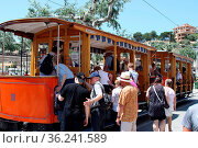 Nostalgische Strassenbahn in Port Soller auf der Ferienparadies Mallorca... Стоковое фото, фотограф Zoonar.com/Joachim Hahne / age Fotostock / Фотобанк Лори