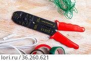 Manual wire stripper. Стоковое фото, фотограф Яков Филимонов / Фотобанк Лори