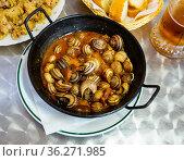 Grape snails in sauce. Стоковое фото, фотограф Яков Филимонов / Фотобанк Лори