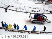 Mensch und Maschine waren gefordert angesichts der starken Schneefälle... Стоковое фото, фотограф Zoonar.com/Joachim Hahne / age Fotostock / Фотобанк Лори