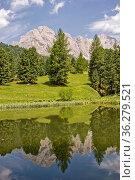 Kleiner Bergsee in Südtirol nördlich von Gröden gelegen. Стоковое фото, фотограф Zoonar.com/Christa Eder / easy Fotostock / Фотобанк Лори