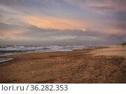 Strand von Den Helder im Abendlich bei Sturm. Стоковое фото, фотограф Zoonar.com/claudia moeckel / easy Fotostock / Фотобанк Лори
