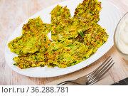 Fried zucchini fritters. Стоковое фото, фотограф Яков Филимонов / Фотобанк Лори