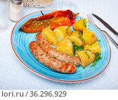 Sausages with potatoes and stewed peppers. Стоковое фото, фотограф Яков Филимонов / Фотобанк Лори
