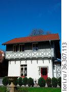 Altes Fachwerkhaus auf Rügen. Стоковое фото, фотограф Zoonar.com/Gabriele Sitnik-Schmach / easy Fotostock / Фотобанк Лори