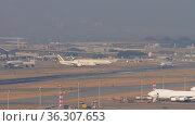 Hong Kong airport traffic (2019 год). Редакционное видео, видеограф Игорь Жоров / Фотобанк Лори