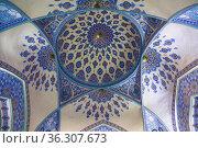 The ceiling of the mausoleum of Sheikh Shamseddin Kulyal is a tomb that is part of the Dorut Tilavat memorial complex. Shahrisabz, Uzbekistan (2019 год). Стоковое фото, фотограф Наталья Волкова / Фотобанк Лори