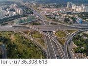 Москва, автомобильная развязка на МКАД и Минском шоссе. Редакционное фото, фотограф glokaya_kuzdra / Фотобанк Лори
