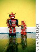 Vintage robot toys. Стоковое фото, фотограф Zoonar.com/charles taylor / easy Fotostock / Фотобанк Лори