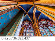 PARIS - JULY 1: Notre Dame de Paris Cathedral Interior on July 1, ... Стоковое фото, фотограф Zoonar.com/Andrey Omelyanchuk / age Fotostock / Фотобанк Лори
