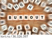 Burnout krank Krankheit im Job Stress Würfel Business Konzept Idee. Стоковое фото, фотограф Zoonar.com/Markus Mainka / easy Fotostock / Фотобанк Лори