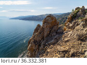 Blocks of stone hang over the sea .Crimea. Agira Mountain Cape. Стоковое фото, фотограф Алексей Маринченко / Фотобанк Лори