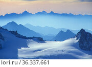 View of the Alps from the Aiguille du Midi, Mont Blanc, near Chamonix, Savoie, France. Стоковое фото, фотограф David Noton / Nature Picture Library / Фотобанк Лори