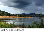 Rain falls over Wyangala Waters in the Central West region of NSW... Стоковое фото, фотограф Zoonar.com/Leah-Anne Thompson / age Fotostock / Фотобанк Лори