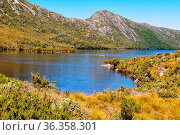 Dove Lake and Hansons Peak - Cradle Mountain, Tasmania, Australia. Стоковое фото, фотограф Zoonar.com/Laszlo Konya / easy Fotostock / Фотобанк Лори